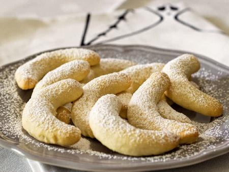 Немски маслени сладки лунички с пудра захар - снимка на рецептата